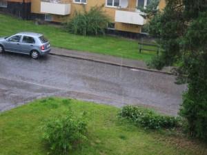Kraftigt regn på vår gata